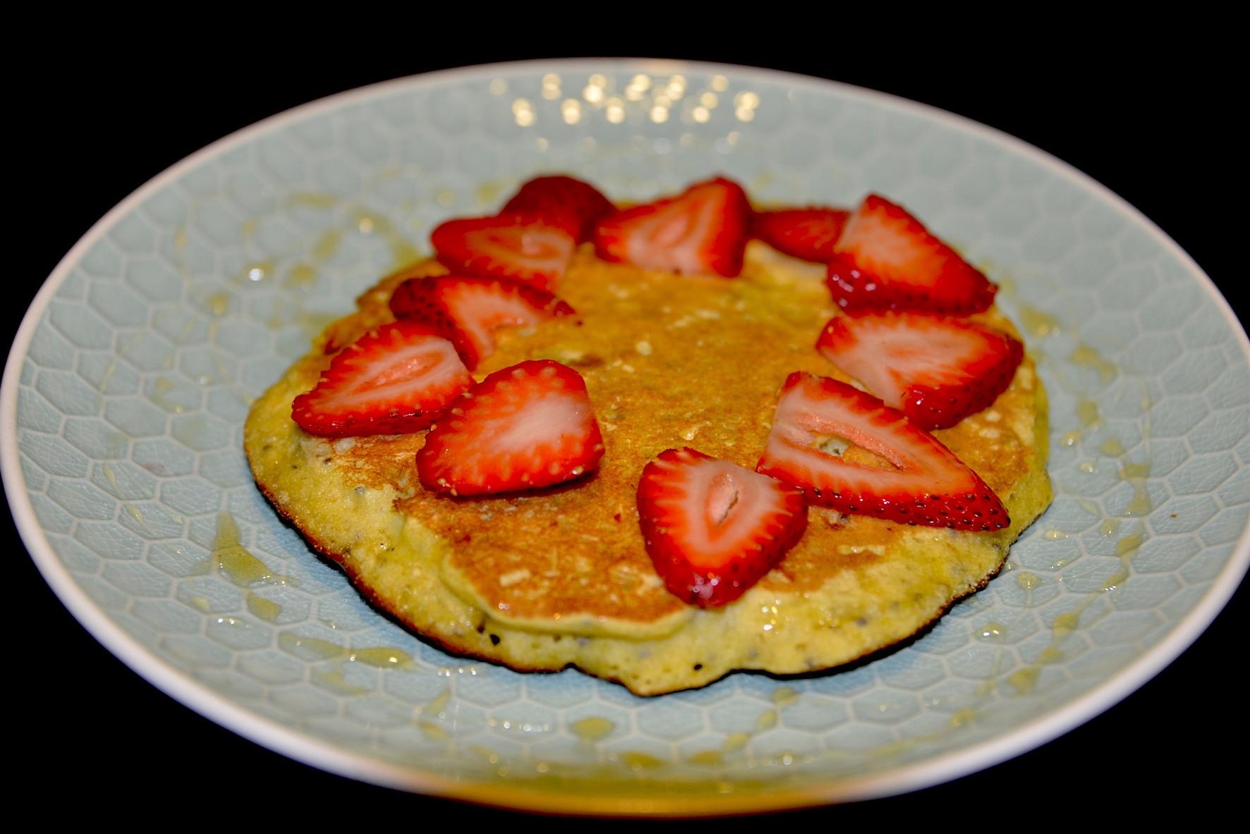 pancake de banano, harina de arroz, avena y semillas de chía